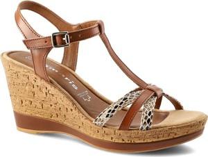 Brązowe sandały Tamaris z klamrami w stylu klasycznym