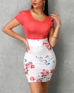 Sukienka Kendallme dopasowana z okrągłym dekoltem z krótkim rękawem