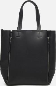 Czarna torebka Cropp matowa w wakacyjnym stylu