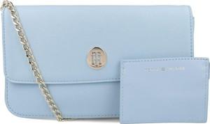 Niebieska torebka Tommy Hilfiger na ramię mała