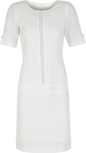 Sukienka Poza z krótkim rękawem w stylu casual