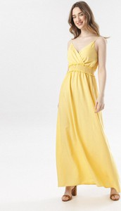 Żółta sukienka born2be rozkloszowana maxi na ramiączkach