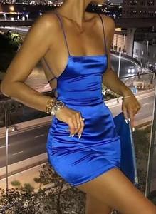Niebieska sukienka Sandbella mini z satyny na ramiączkach