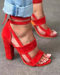 Czerwone sandały Kendallme na słupku na wysokim obcasie
