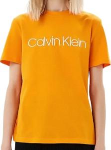 Żółty t-shirt Calvin Klein z okrągłym dekoltem z bawełny z krótkim rękawem