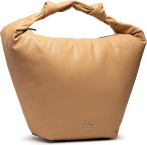 Brązowa torebka Gino Rossi na ramię matowa