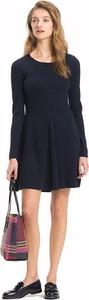 Niebieska sukienka Tommy Hilfiger rozkloszowana midi z długim rękawem