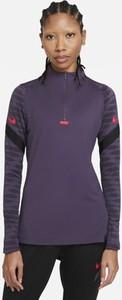 Fioletowy t-shirt Nike w sportowym stylu