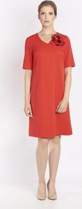 Czerwona sukienka Metafora z długim rękawem trapezowa