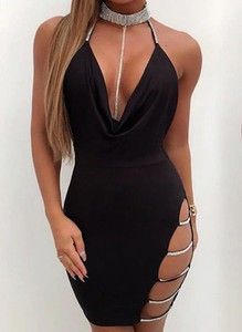 Sukienka Arilook z dekoltem typu choker na ramiączkach