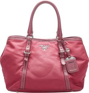 Czerwona torebka Prada na ramię