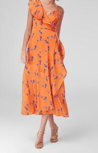 Sukienka Trendyol midi z dekoltem w kształcie litery v w stylu casual