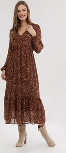 Brązowa sukienka born2be midi z dekoltem w kształcie litery v