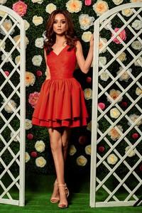 Sukienka TAGLESS z dekoltem w kształcie litery v na ramiączkach mini