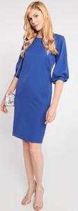 Niebieska sukienka QUIOSQUE z okrągłym dekoltem