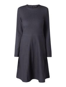 Granatowa sukienka Opus z bawełny rozkloszowana z długim rękawem
