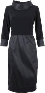 Czarna sukienka Poza w stylu casual z długim rękawem mini