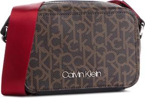 5bc08e71a7036 Torebka Calvin Klein w młodzieżowym stylu