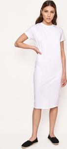 Sukienka Byinsomnia midi z krótkim rękawem
