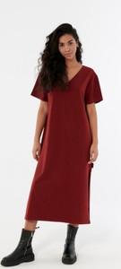 Czerwona sukienka Outhorn z krótkim rękawem