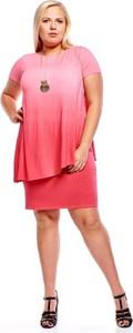 Różowa sukienka Fokus z krótkim rękawem z dzianiny oversize