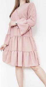 Różowa sukienka Luashop.pl z długim rękawem z dekoltem w kształcie litery v