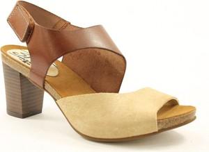 Brązowe sandały Spike na obcasie na średnim obcasie