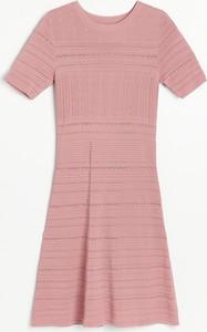 Różowa sukienka Reserved mini z okrągłym dekoltem w stylu casual