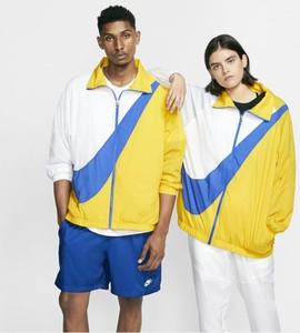 Żółta kurtka Nike w sportowym stylu z tkaniny