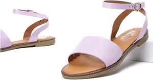 Różowe sandały Royalfashion.pl z klamrami w stylu casual