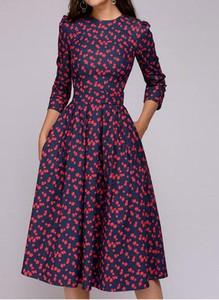 Sukienka Arilook dopasowana z długim rękawem midi