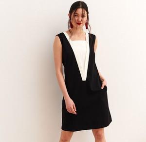 Czarna sukienka Top Secret mini z dekoltem w karo