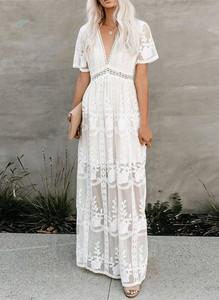 Sukienka Sandbella w stylu boho z krótkim rękawem z dekoltem w kształcie litery v