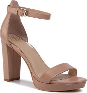 Brązowe sandały Guess z klamrami