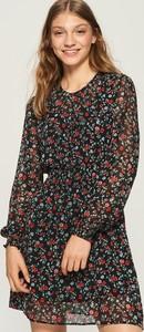 Sukienka Sinsay koszulowa z okrągłym dekoltem w stylu casual