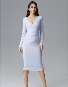 Niebieska sukienka Figl z tkaniny z dekoltem w kształcie litery v dopasowana