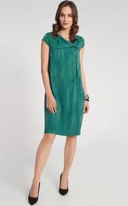 Sukienka QUIOSQUE z krótkim rękawem z dekoltem w kształcie litery v