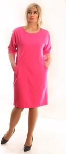 Różowa sukienka Oscar Fashion midi z długim rękawem z okrągłym dekoltem
