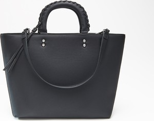 Czarna torebka Cropp w wakacyjnym stylu duża matowa