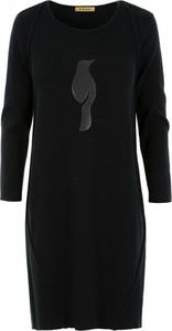 Czarna sukienka Ochnik z okrągłym dekoltem mini z długim rękawem