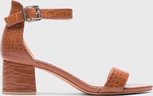 Brązowe sandały Kazar Studio z klamrami