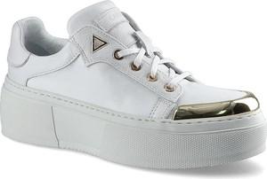 Buty sportowe Carinii sznurowane
