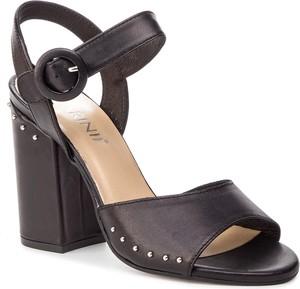 Sandały Carinii na średnim obcasie w stylu klasycznym