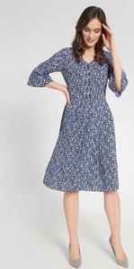 Sukienka QUIOSQUE midi z dekoltem w kształcie litery v z długim rękawem