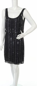 Czarna sukienka Aidan Mattox z okrągłym dekoltem na ramiączkach prosta