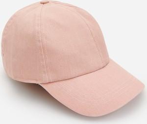 Różowa czapka Reserved