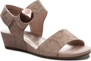 Sandały tamaris z zamszu w stylu casual na koturnie