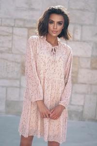 Różowa sukienka Popatu z okrągłym dekoltem