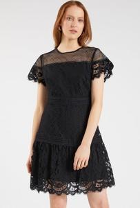 Czarna sukienka Monnari z krótkim rękawem z okrągłym dekoltem mini