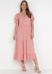 Różowa sukienka born2be midi z krótkim rękawem trapezowa